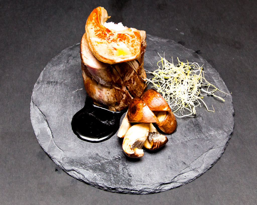 Solomillo de ternera con foie a la plancha y salsa de pedro ximenez restaurante la dama de la - Salsa para ternera a la plancha ...