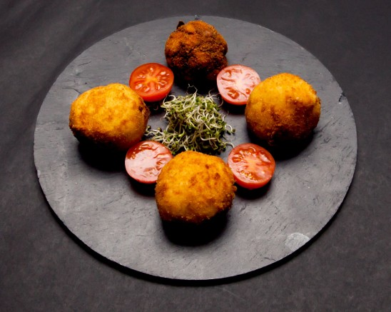 Croquetas de Pringa con Hummus de Garbanzos